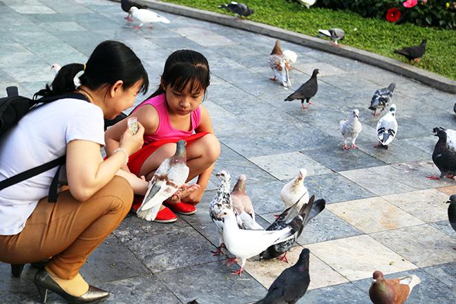 """Người dân """"rủ nhau đi trốn"""", đường phố Sài Gòn yên bình, thông thoáng đến lạ - 13"""