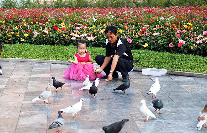 """Người dân """"rủ nhau đi trốn"""", đường phố Sài Gòn yên bình, thông thoáng đến lạ - 12"""