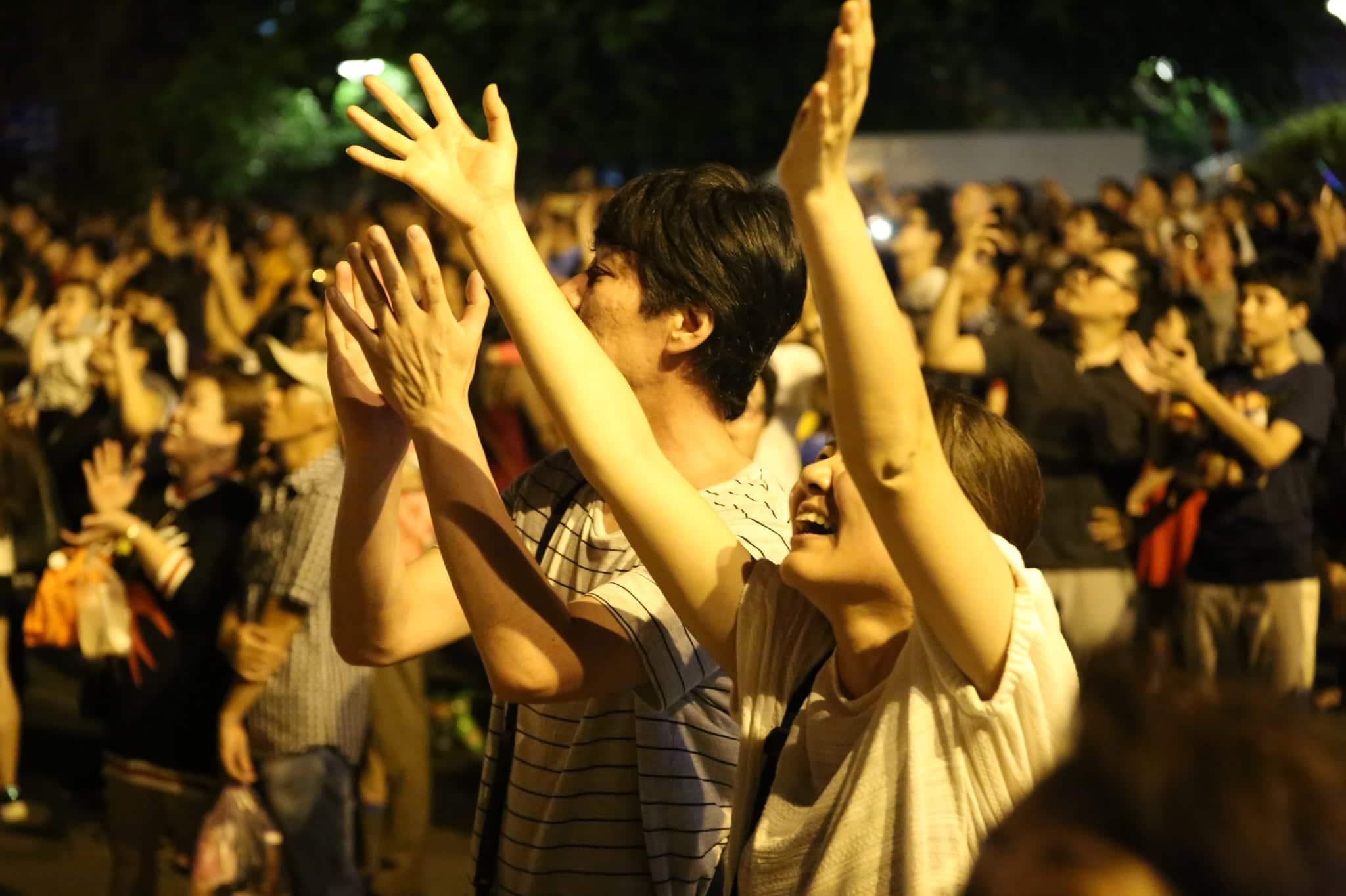 Pháo hoa rực sáng đẹp hút hồn trên bầu trời Sài Gòn, ngàn người vỗ tay tán thưởng - 7