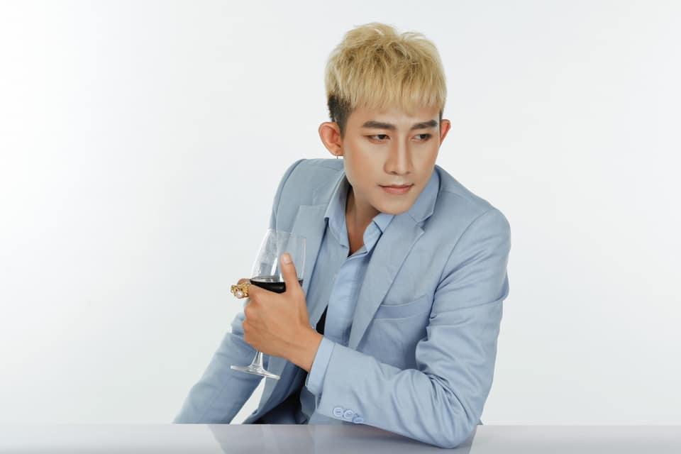 Hot boy từng muốn tự tử khi rời nhóm HKT tiết lộ về nữ đại gia ân nhân - 2