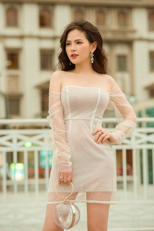 """Phong cách gợi cảm từ nhà ra phố của """"Thánh nữ Mì Gõ"""" Phi Huyền Trang - 9"""