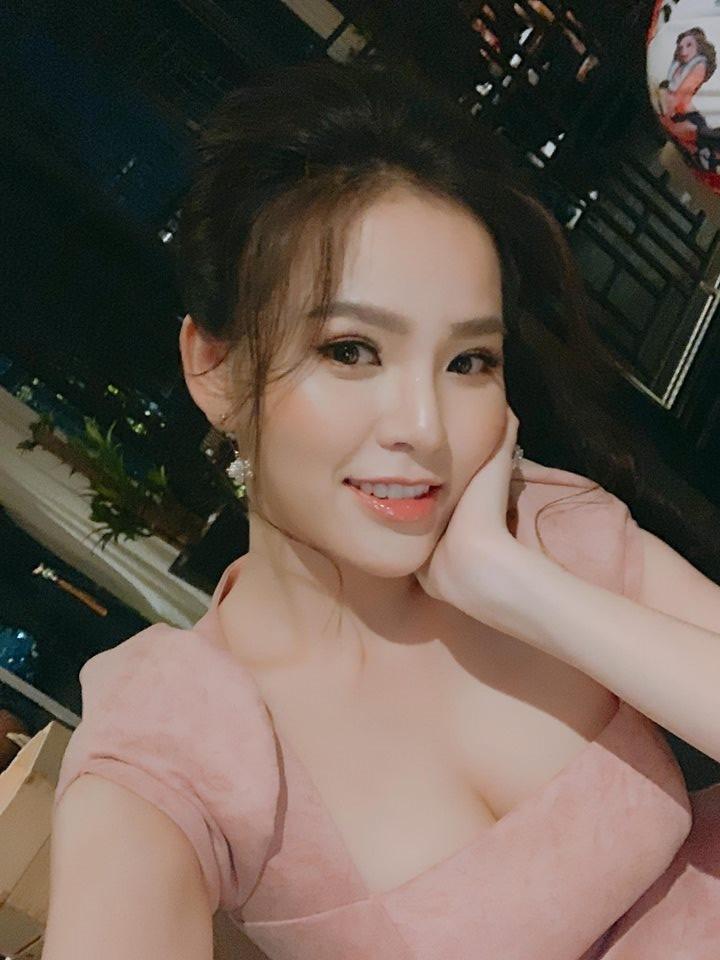 """Phong cách gợi cảm từ nhà ra phố của """"Thánh nữ Mì Gõ"""" Phi Huyền Trang - 3"""