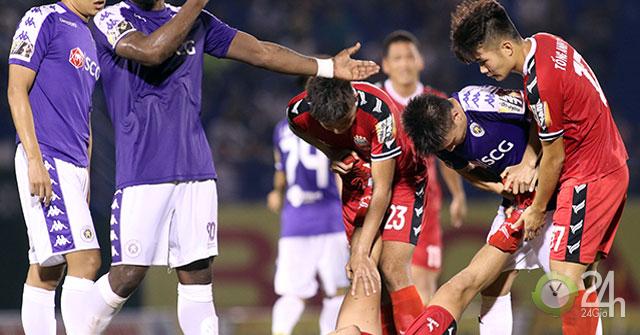 """Thầy của Quang Hải tố đội Anh Đức chơi không đẹp & """"câu giờ"""""""