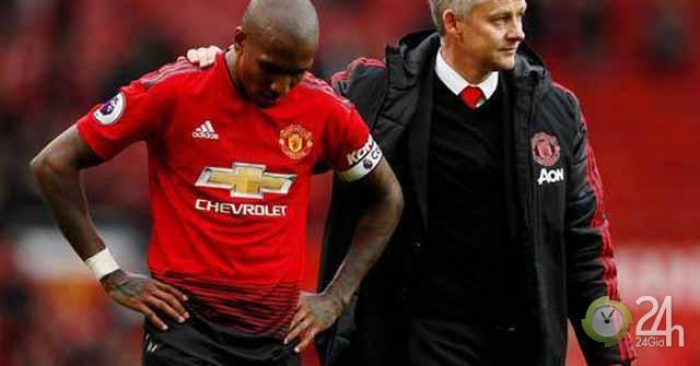 Fan MU sỉ nhục giải Cầu thủ của năm: Bầu cho Mourinho, đòi đội nữ lên thay