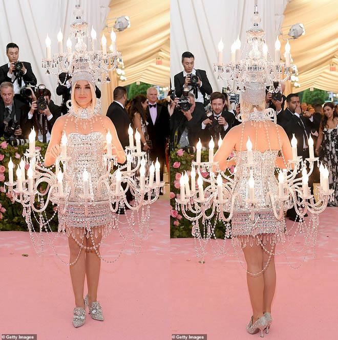 """Những bộ cánh ấn tượng của """"đại hội thời trang chặt chém nhất năm"""" - 2"""