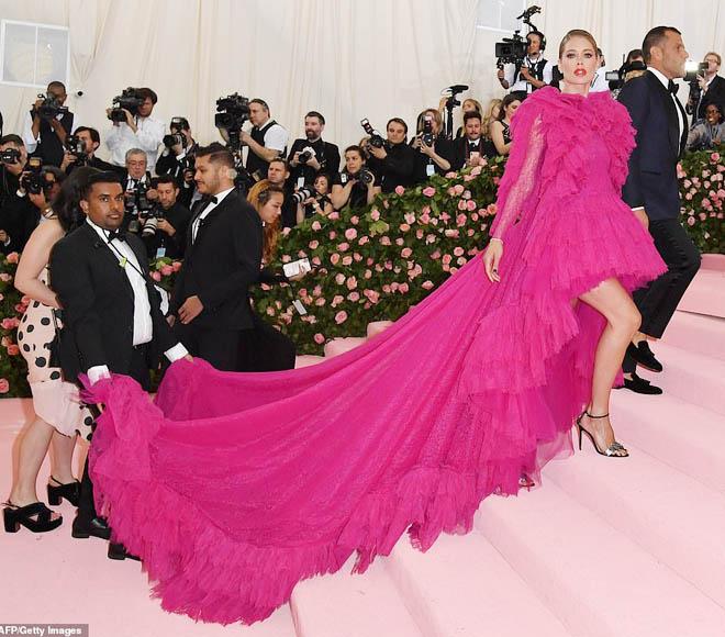 """Những bộ cánh ấn tượng của """"đại hội thời trang chặt chém nhất năm"""" - 7"""