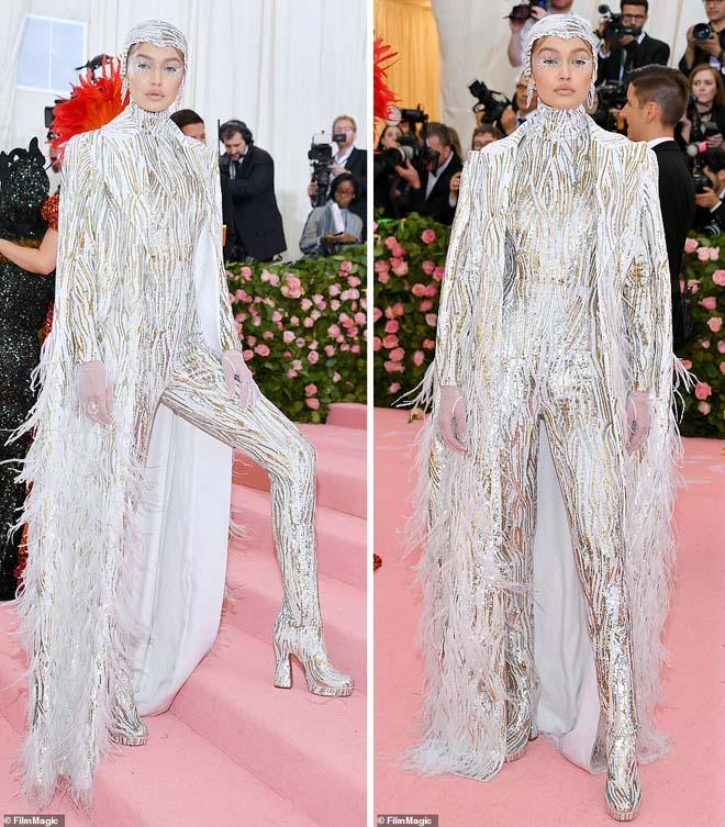 """Những bộ cánh ấn tượng của """"đại hội thời trang chặt chém nhất năm"""" - 5"""