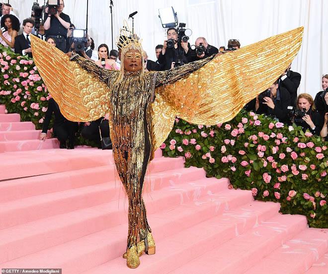 """Những bộ cánh ấn tượng của """"đại hội thời trang chặt chém nhất năm"""" - 11"""