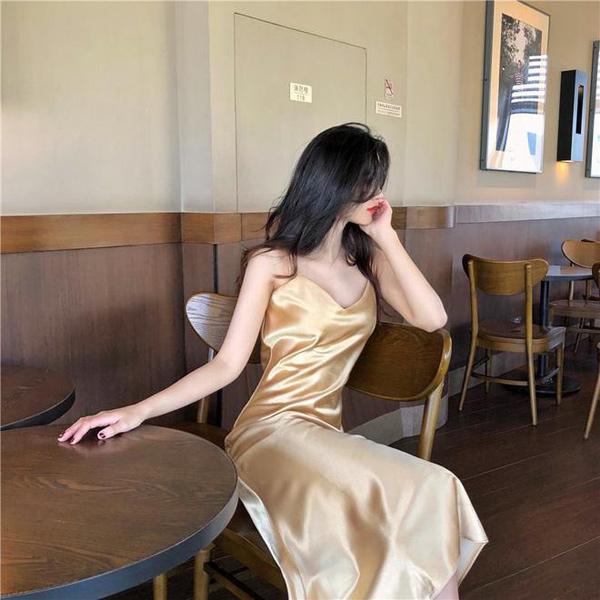 Váy lụa slip dress: Biểu tượng của sự cám dỗ đã quay trở lại! - 2