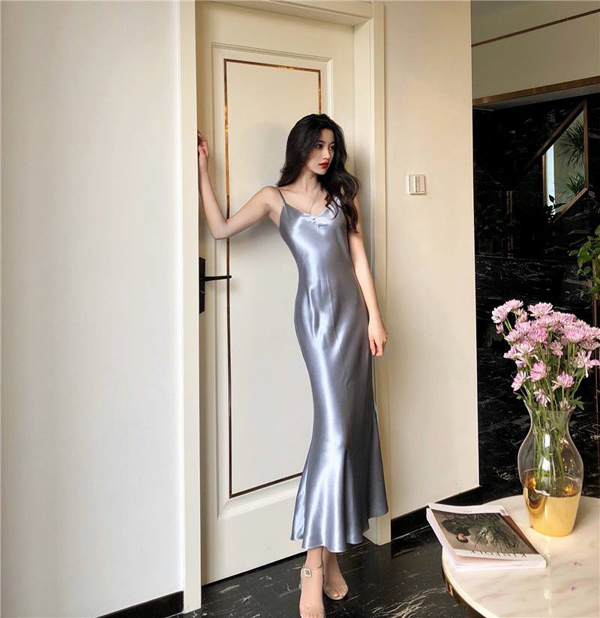 Váy lụa slip dress: Biểu tượng của sự cám dỗ đã quay trở lại! - 3