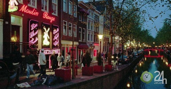Hà Lan hạn chế khách du lịch đổ xô đến phố đèn đỏ nổi tiếng