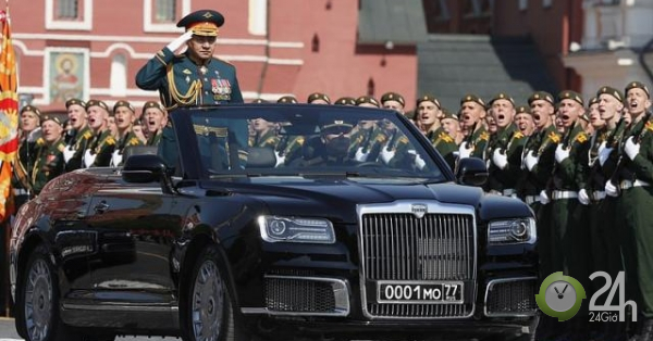 Siêu xe mui trần nặng 6 tấn của Putin lần đầu xuất hiện trên đường phố Moscow