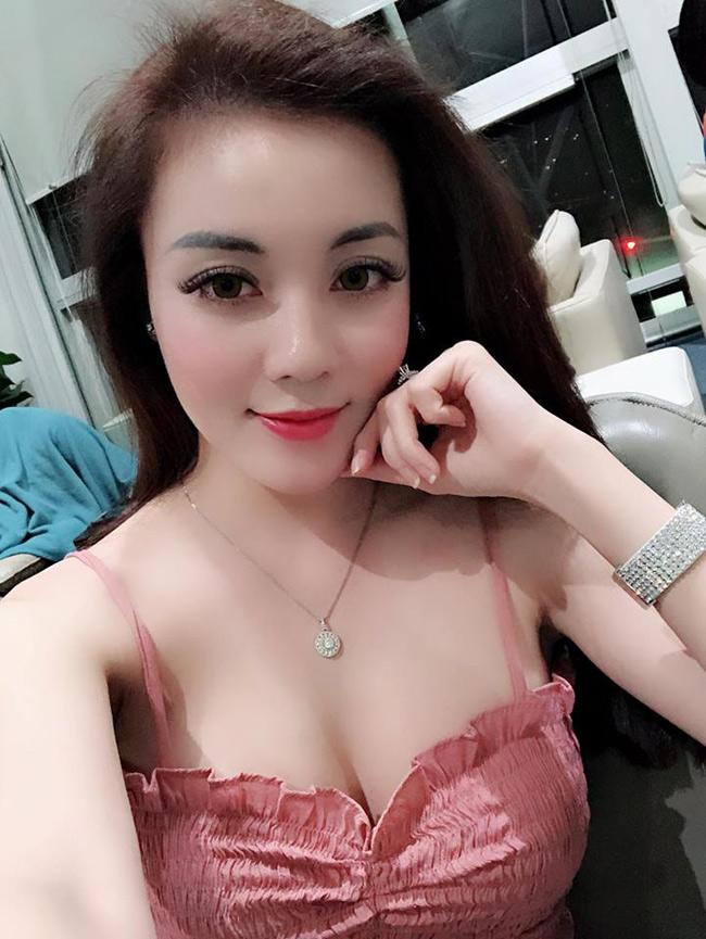 Không chỉ ngưỡng mộ cuộc sống giàu sang và hạnh phúc của Hà My, dân mạng còn trầm trồ trước sắc vóc gợi cảm của cô nàng.