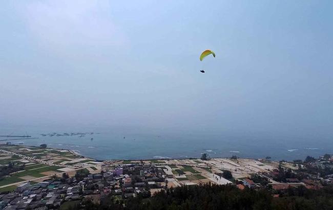 Ngắm huyện đảo Lý Sơn từ không trung cùng phi công dù lượn - 3