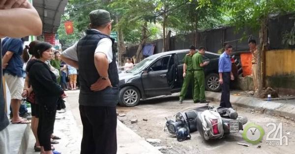 Nữ tài xế lùi xe ô tô, 1 người đi xe máy tử vong