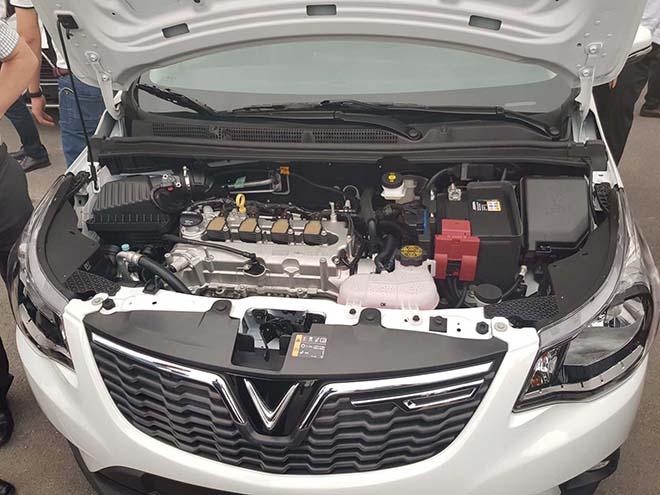 Cận cảnh khoang động cơ của VinFast Fadil và SUV Lux SA 2.0 - 2