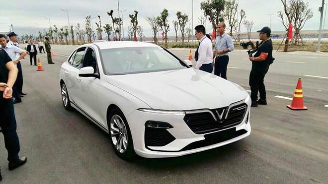 Cận cảnh khoang động cơ của VinFast Fadil và SUV Lux SA 2.0 - 1