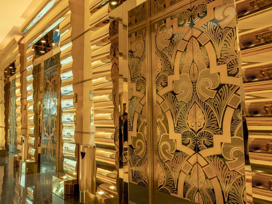 Có gì trong khách sạn sang chảnh nhất thế giới tại Dubai? - Ảnh 4