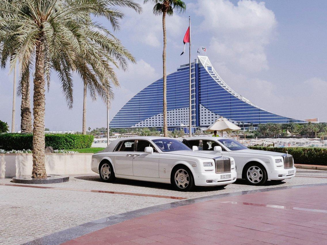 Có gì trong khách sạn sang chảnh nhất thế giới tại Dubai? - Ảnh 2