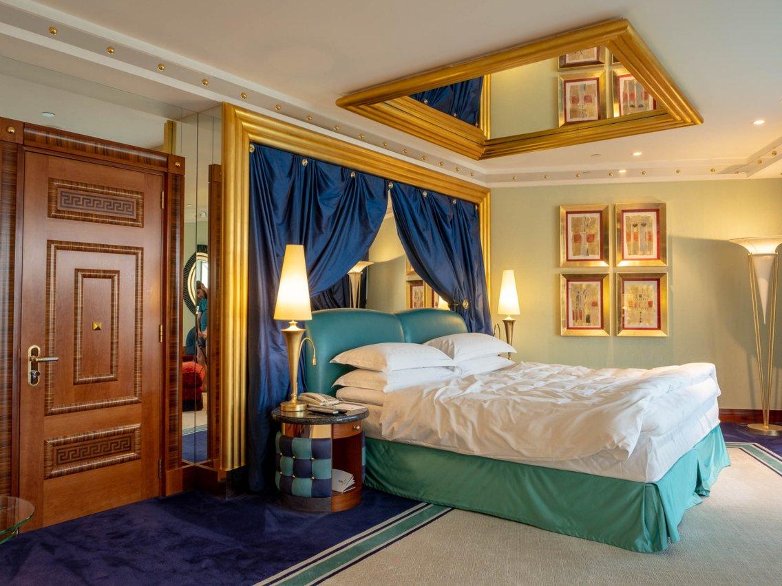 Có gì trong khách sạn sang chảnh nhất thế giới tại Dubai? - Ảnh 6