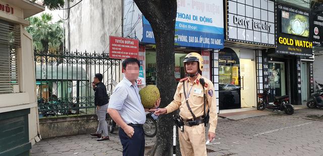 Bi hài chuyện CSGT mật phục xử lý tài xế vừa rời quán nhậu - 2