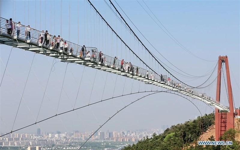 Khám phá cầu kính Giang Âm dài hơn 500m tại Giang Tô, Trung Quốc - 3