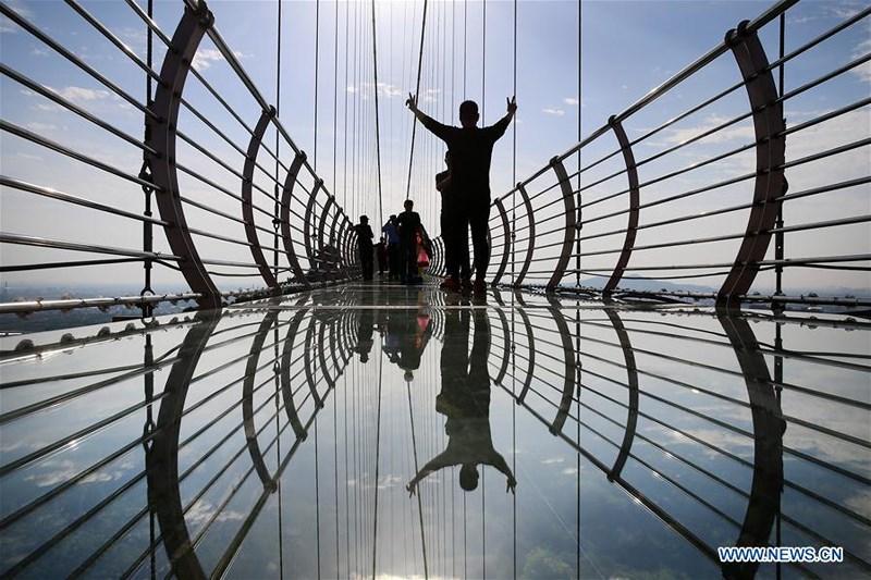 Khám phá cầu kính Giang Âm dài hơn 500m tại Giang Tô, Trung Quốc - 6