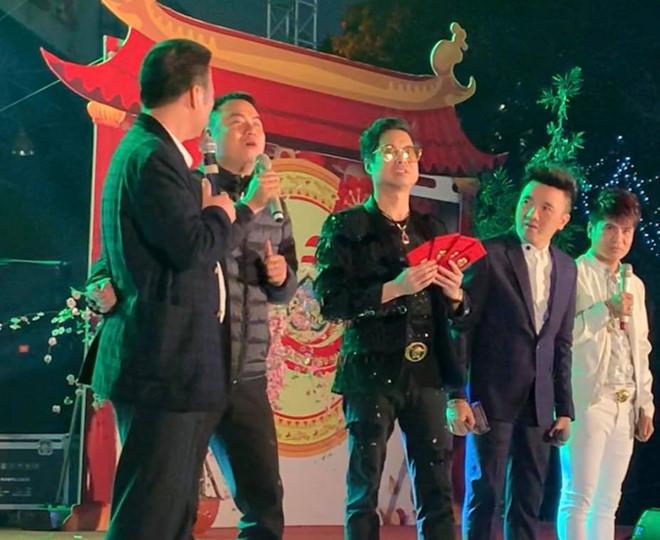"""""""Soi"""" khối tài sản khổng lồ của ca sĩ Ngọc Sơn: Nhà khủng, xe sang, bỏ 1.000 cây vàng để tự đúc tượng mình - 10"""