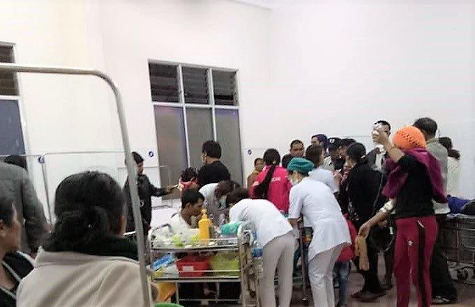 136 người lớn, trẻ nhỏ nhập viện cấp cứu sau tiệc cưới - 1