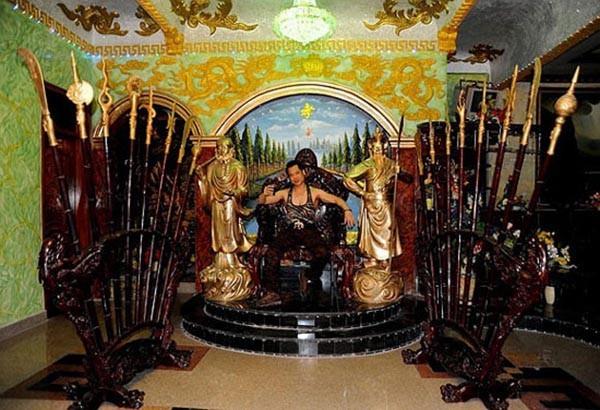 """""""Soi"""" khối tài sản khổng lồ của ca sĩ Ngọc Sơn: Nhà khủng, xe sang, bỏ 1.000 cây vàng để tự đúc tượng mình - 3"""
