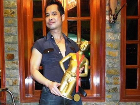 """""""Soi"""" khối tài sản khổng lồ của ca sĩ Ngọc Sơn: Nhà khủng, xe sang, bỏ 1.000 cây vàng để tự đúc tượng mình - 7"""
