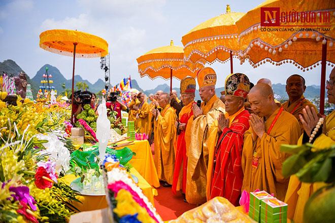 Độc đáo nghi lễ tắm Phật chùa Tam Chúc, mừng Đại lễ Phật đản Vesak 2019 - 2
