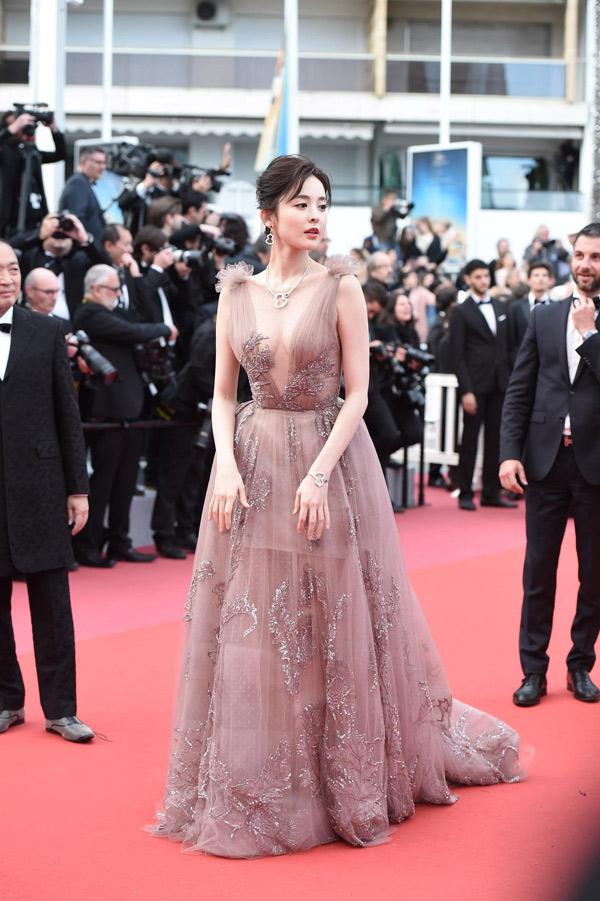 Mỹ nhân nào vượt Phạm Băng Băng mặc táo bạo nhất lịch sử thảm đỏ Cannes? - 7
