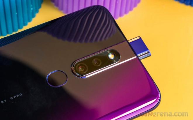 """Những smartphone tầm trung có màn hình siêu lớn, camera """"ngon"""" - 6"""