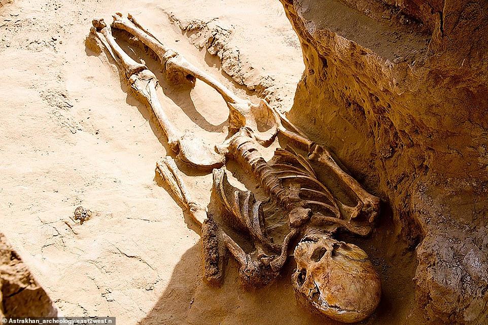 Phát hiện kho báu và bộ xương quý tộc 2.000 năm tuổi ở Nga - 1