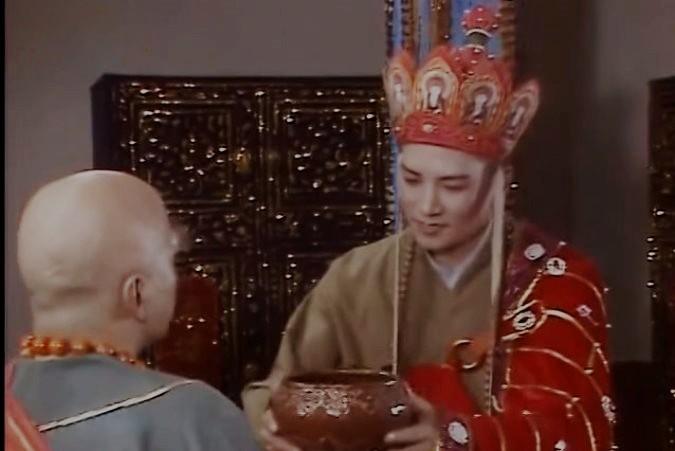 Vì sao Đường Tăng mặc áo cà sa gấm đi tu hành, dùng bát bằng vàng để đổi chân kinh? - 6