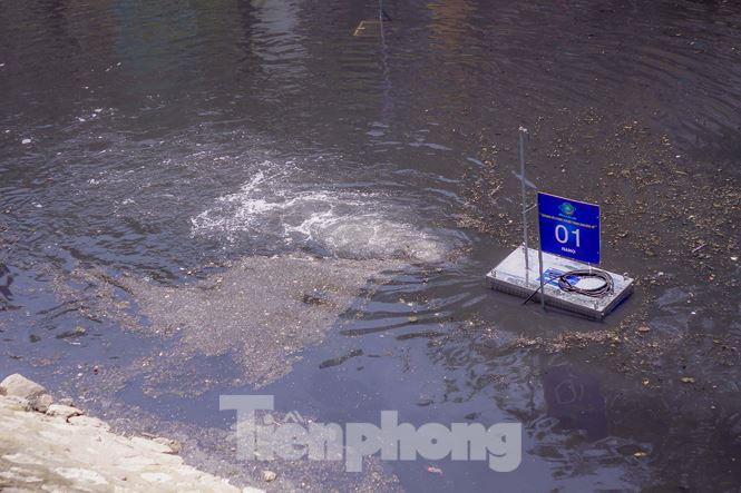 Hà Nội bắt đầu làm sạch sông Tô Lịch bằng 'bảo bối' của Nhật - 11