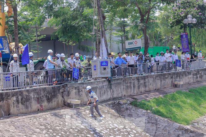 Hà Nội bắt đầu làm sạch sông Tô Lịch bằng 'bảo bối' của Nhật - 4