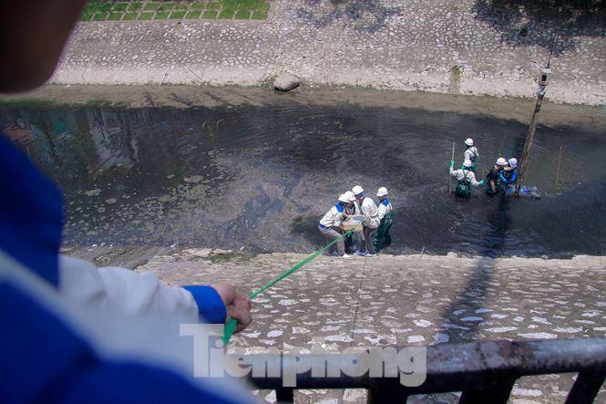Hà Nội bắt đầu làm sạch sông Tô Lịch bằng 'bảo bối' của Nhật - 6