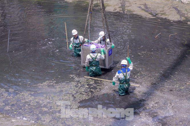 Hà Nội bắt đầu làm sạch sông Tô Lịch bằng 'bảo bối' của Nhật - 7