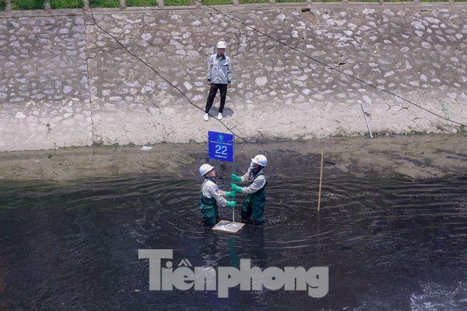 Hà Nội bắt đầu làm sạch sông Tô Lịch bằng 'bảo bối' của Nhật - 8
