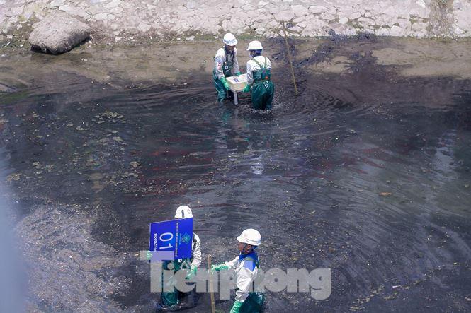 Hà Nội bắt đầu làm sạch sông Tô Lịch bằng 'bảo bối' của Nhật - 9