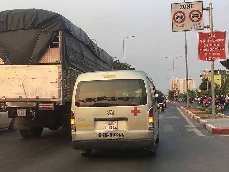 Điều tra: Xe tải tung hoành vào giờ cấm trước chốt CSGT - 2