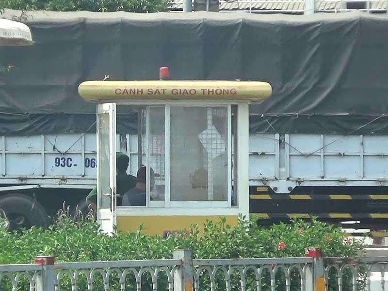 Điều tra: Xe tải tung hoành vào giờ cấm trước chốt CSGT - 3
