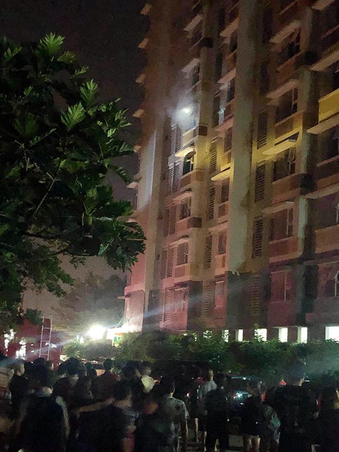 Cháy chung cư ở Sài Gòn lúc rạng sáng, cư dân gào khóc tháo chạy - 2