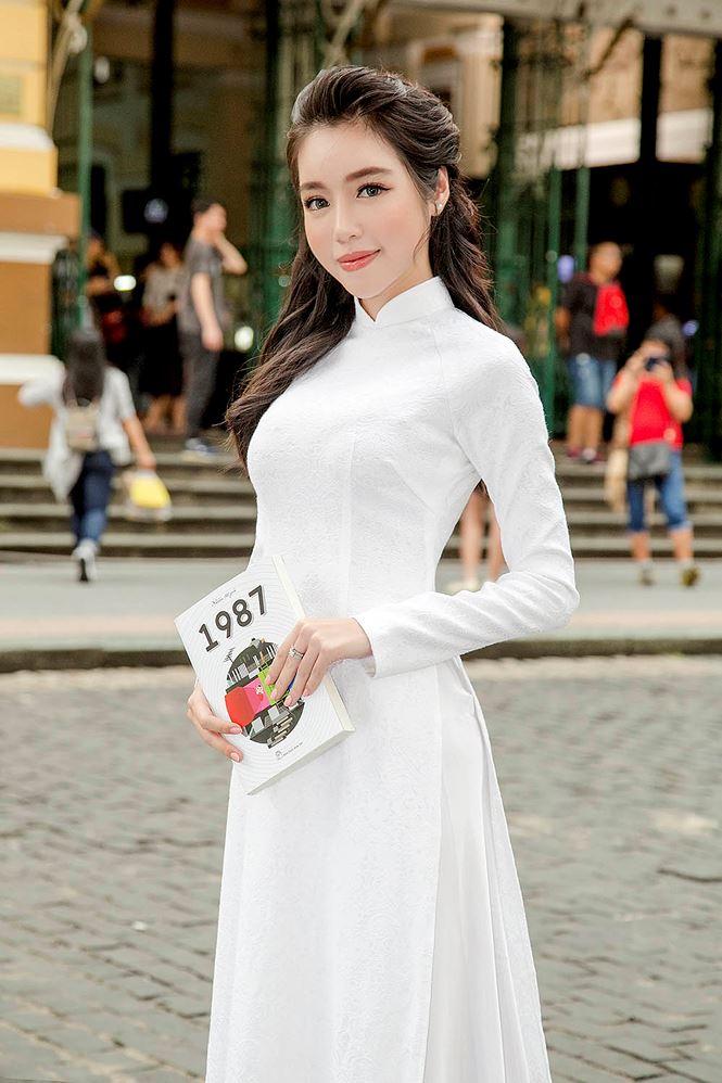 Hình ảnh Nữ Sinh Mặc áo Dài Trắng Trong Suốt Lộ Nội Y Gây