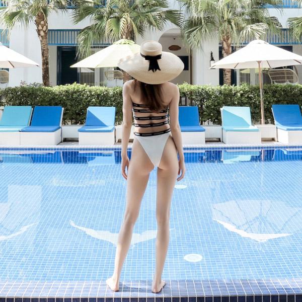 Bikini, monokini lộ rõ thân hình đẹp như búp bê di động của Hà Hồ - 9