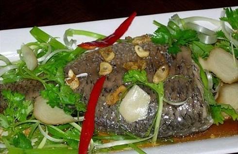 2 cách làm cá hấp cuốn bánh tráng thưởng thức vào cuối tuần - 1