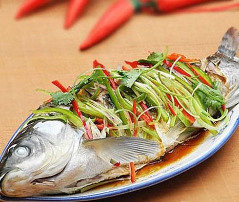 2 cách làm cá hấp cuốn bánh tráng thưởng thức vào cuối tuần - 2