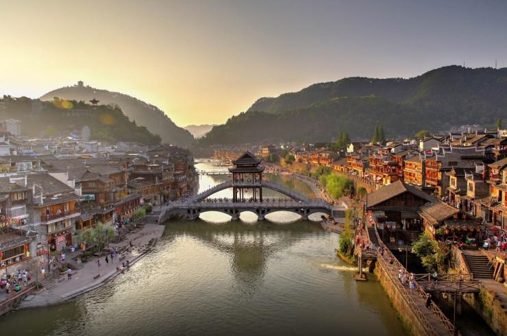 Không chỉ có Phượng Hoàng Cổ trấn, Trung Quốc còn có nhiều làng cổ đẹp mê li thế này - 5